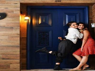 Taapsee Pannu Moves Into Her Swanky New Pad!