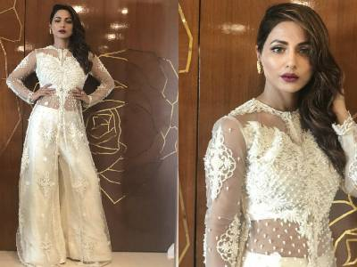 Hina Khan Looks Stunning At Baba Siddiqui Iftaar Party!