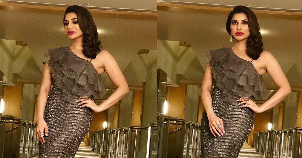 Sophie Choudry Stuns At Icici Banquest!